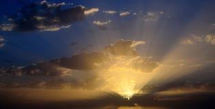 Ciel renversant pendant le lever de soleil photo stock