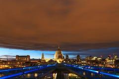 Ciel rouge au-dessus de la ville de Londres Photographie stock