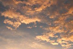 Ciel rouge le matin Photos stock