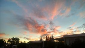 Ciel rouge pendant le matin Photos libres de droits
