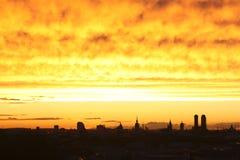 Ciel rougeoyant de crépuscule de Munich photographie stock