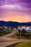 Ciel rougeoyant magique de coucher du soleil Photos stock