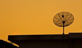 Ciel satellite sur le coucher du soleil Images stock