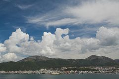 Ciel spectaculaire au-dessus d'Igoumenitsa photos libres de droits