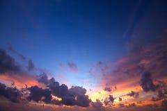 Ciel spectaculaire de coucher du soleil Photo libre de droits