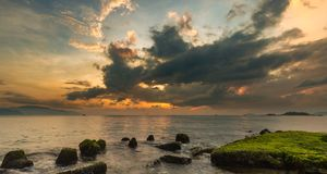 Ciel Vietnam de lever de soleil de baie de Nha Trang Photographie stock