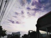 Ciel violet Photos stock