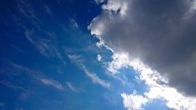 Cieli blu di estate fotografia stock
