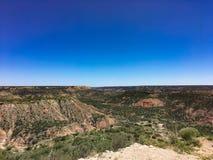 Cieli blu in un paesaggio sudoccidentale del deserto Fotografie Stock