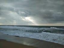 Cieli dell'annuvolamento sul lungonmare Una piccola tempesta immagini stock