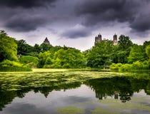 Cieli drammatici sopra il Central Park immagine stock