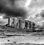 Cieli nuvolosi della valle in bianco e nero del monumento Fotografie Stock Libere da Diritti