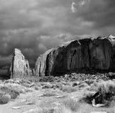 Cieli nuvolosi della valle del monumento fotografia stock libera da diritti