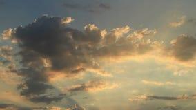 Cieli stupefacenti di tramonto di lasso di tempo stock footage