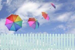 Cielo agiant degli ombrelli Fotografie Stock Libere da Diritti