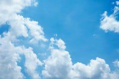 Cielo agradable con la nube Imagenes de archivo