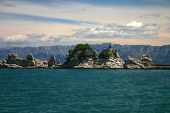 Cielo, agua y montañas Imagenes de archivo