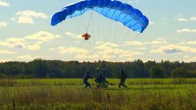Cielo, alas y paracaídas metrajes