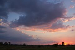 Cielo, alberi, arancia, tramonto, sole fotografia stock