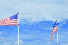 Cielo americano delle bandiere americane fotografia stock libera da diritti