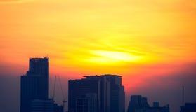Cielo anaranjado de la luz roja en puesta del sol Imagen de archivo libre de regalías