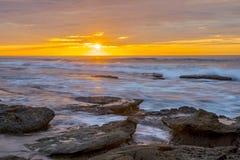 Cielo anaranjado de la puesta del sol de La Jolla fotos de archivo libres de regalías