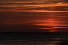 Cielo arancio di crepuscolo riflesso fotografia stock libera da diritti