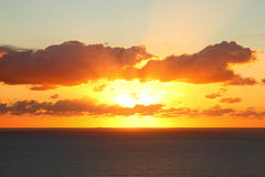 Cielo arancio sopra il mare dal tramonto Immagine Stock Libera da Diritti