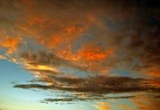 Cielo ardiente. Fotografía de archivo libre de regalías
