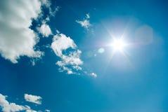 Cielo asoleado. Imagen de archivo