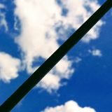 Cielo attraverso la grata fotografie stock libere da diritti