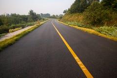 Cielo aumentante di bello Sun con Asphalt Highways Road immagini stock
