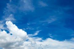 Cielo azul fotos de archivo