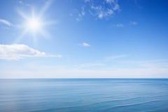 Cielo azul asoleado Fotografía de archivo libre de regalías