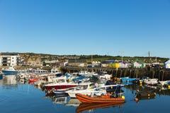Cielo azul claro BRITÁNICO del oeste de Dorset Inglaterra del puerto de la bahía Foto de archivo libre de regalías