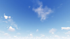Cielo azul claro con las nubes blancas Imagen de archivo libre de regalías