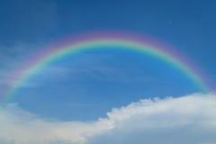Cielo azul con el arco iris Imágenes de archivo libres de regalías
