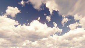 Cielo azul con el cloudscape hermoso con las nubes grandes y la luz del sol que se rompen a través de masa de la nube en la cámar almacen de video