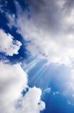 Cielo azul con el haz de luces Imagen de archivo libre de regalías
