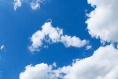 Cielo azul con el primer de la nube fotografía de archivo libre de regalías