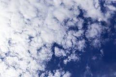 Cielo azul con el primer de la nube foto de archivo libre de regalías