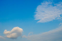 Cielo azul con el primer de la nube Foto de archivo