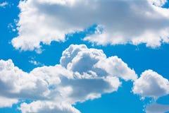 Cielo azul con la nube Imagen de archivo libre de regalías