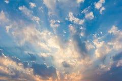 Cielo azul con la nube Fotos de archivo libres de regalías