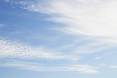 Cielo azul con la nube Foto de archivo libre de regalías