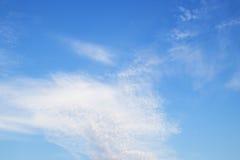 Cielo azul con la nube Imágenes de archivo libres de regalías