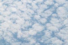 Cielo azul con la nube grande Fotos de archivo