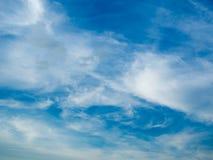 Cielo azul con la nube hermosa imagen de archivo libre de regalías