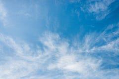 Cielo azul con las nubes Imagen de archivo