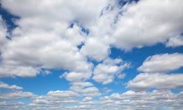 Cielo azul con las nubes Imagen de archivo libre de regalías